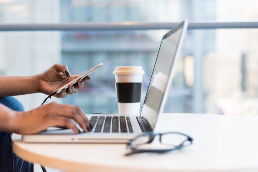 Miten saat puhelimesi nopeammaksi – vinkit väliajoille